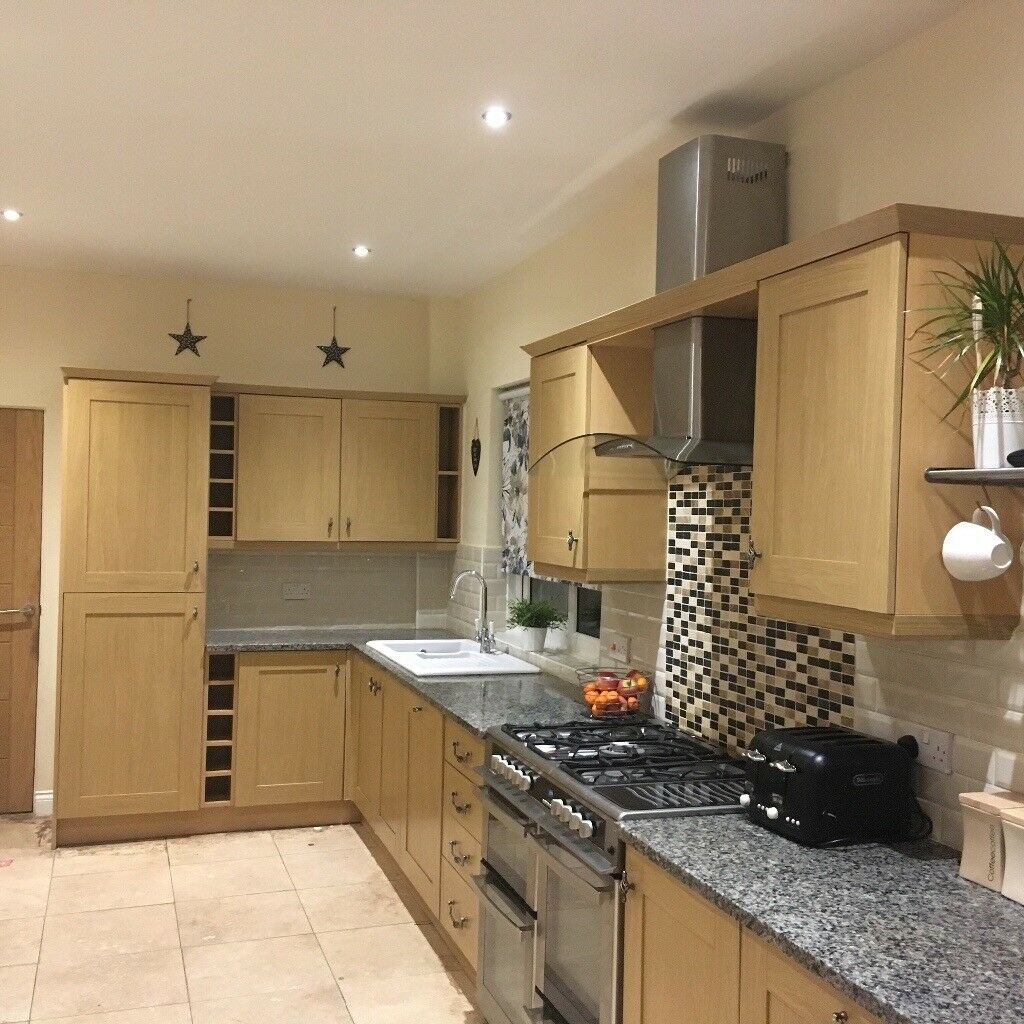 Kitchen Lighting Howdens: Pre-owned Howdens Kitchen. Light Oak Units/doors And