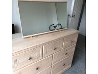 Bedroom unit with mirror