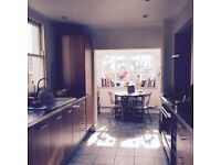 Stoke Newington: Lovely big, bright and quiet double room available in Victorian townhouse