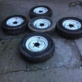 5 Land Rover defender tyres and rims. Michelin tyres