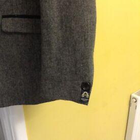 Marc darcy 3 piec herringbone suit black/grey 42 regular