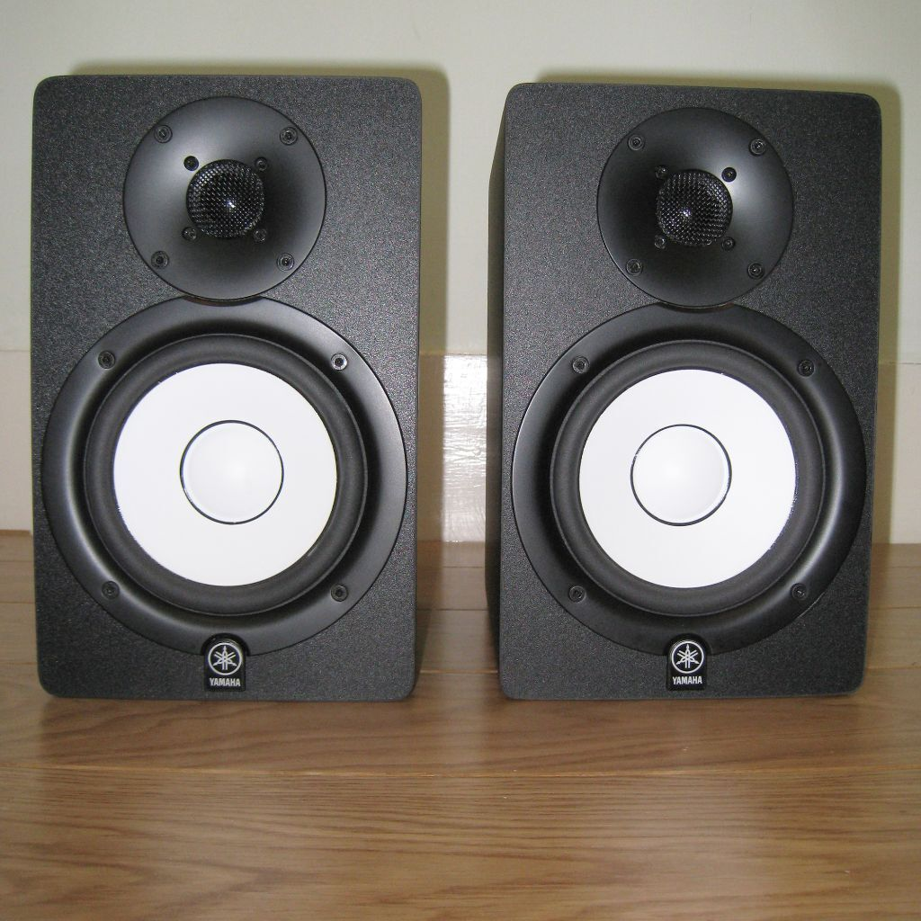 yamaha hs 50m studio monitor speakers pair with cables accessories rare hs50 monitors hs50m. Black Bedroom Furniture Sets. Home Design Ideas