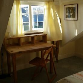 Lovely dbl room Worthing Town Centre warm cottage SHORT TERM (£400/pcm all-in) P/T also considered
