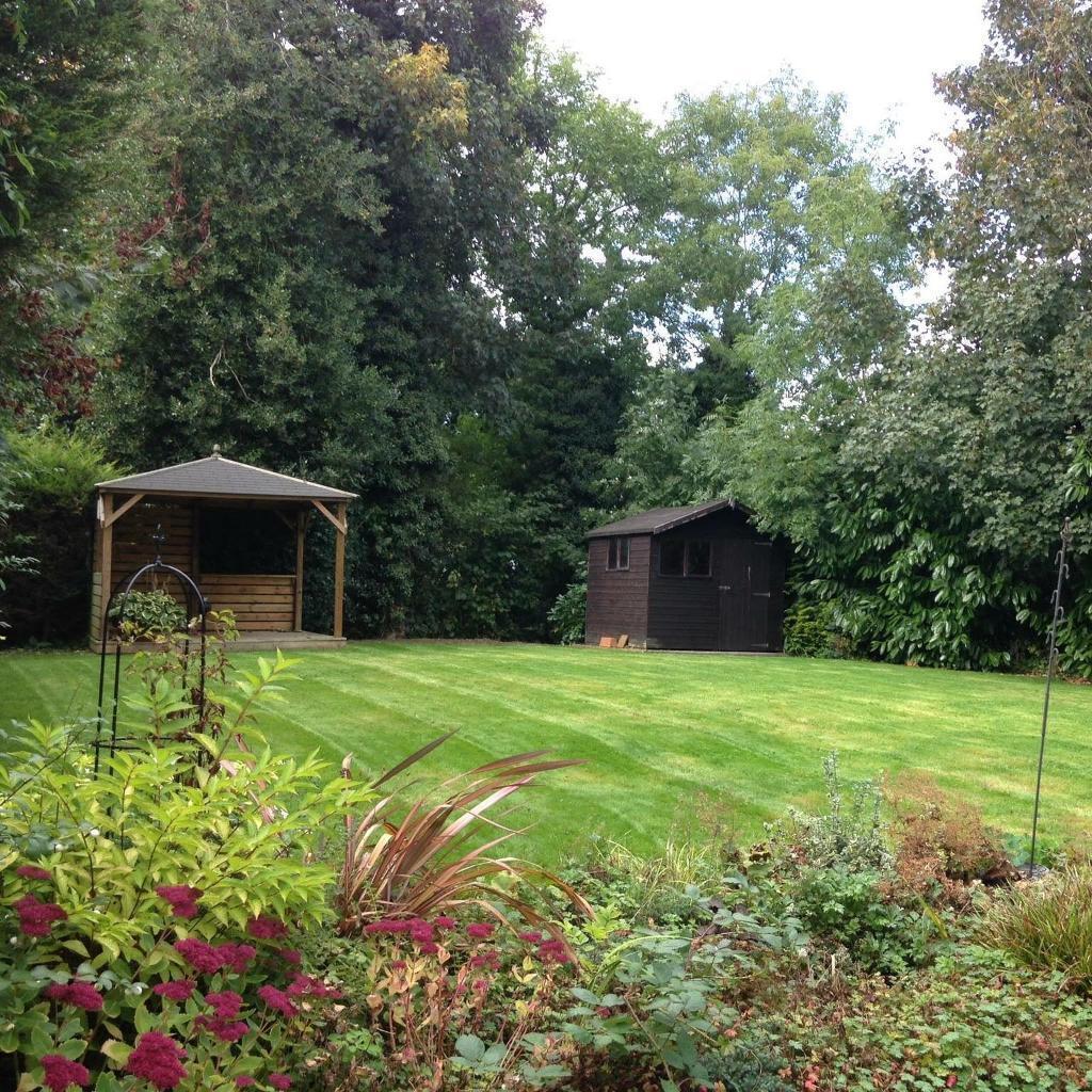 Garden maintenance services in coventry west midlands for Garden maintenance