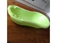 Large baby bath in a very good condition £8