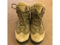 Columbia Hiking/ Walking Boots UK5