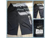 Genuine Nike 3/4 shorts size medium waist in fab condition