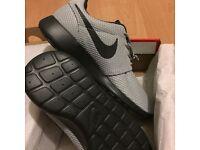 BNIB Nike Roshe Runs Size UK 8 **XMAS Present**