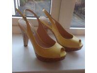 Dune yellow heels