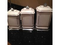 Stunning storage containers x3