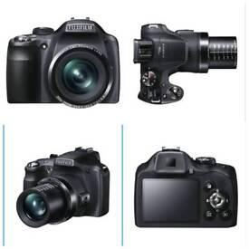 Nearly-new SLR300 Fujifilm Point & Shoot camera: 14 MP, 30x Optical Zoom,Compact Sensor, SD card