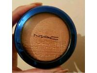 Limited Edition MAC oh darling highlighter