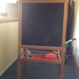 Blackboard/whiteboard easel
