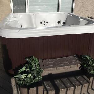 Canadian Made H2O Spas Après Ski 45 Jet Hot Tub