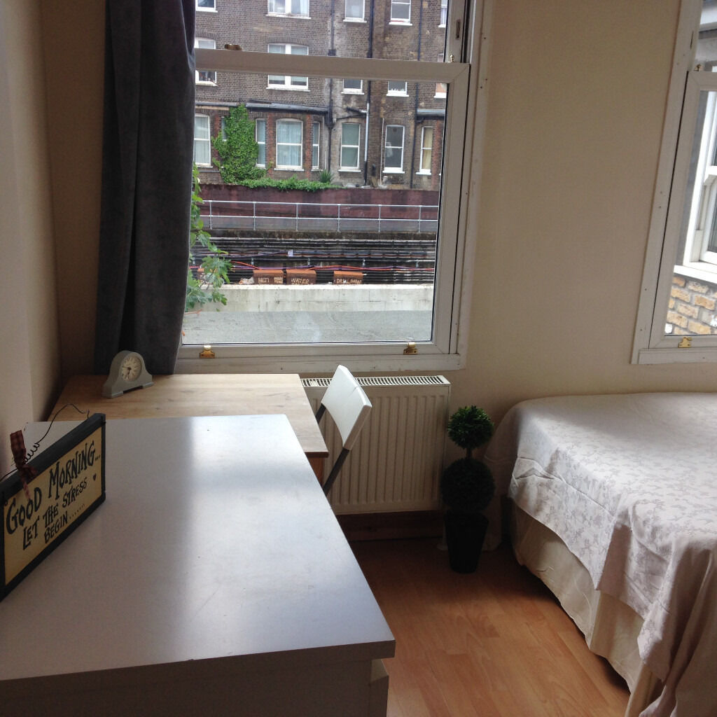 099T - BARONS COURT-WEST KENSINGTON, DOUBLE MODERN STUDIO FLAT, FURNISHED,BILLS INCLUDED - £220 WEEK