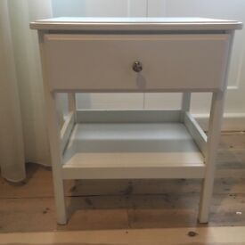 Matching set chest of drawers and bedside table