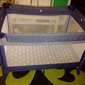 Travel cot/ playpen