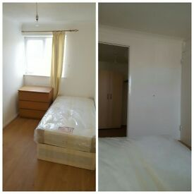 ^^STRATFORD-AMAZING OPPORTUNITY-2 DOUBLES AND 1 SINGLE ROOM IN THE SAME HOUSE!!