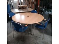 Circular conference table with 4 nowy styl collection chairs
