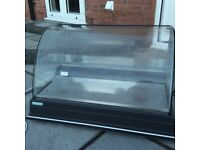Counter Top Cake Fridge in near perfect condition ambient shelf 1 meter wide clean and reliable