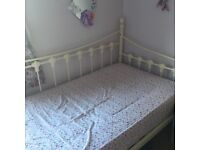 Very good condition single day bed for sale less than 2 years old