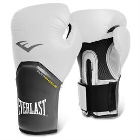 EVERLAST 16oz BOXING GLOVES NEVER WORN BLACK AND WHITE PAIR