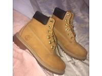 Timberland boots size 4 SEE BOTH PICTURES READ DESCRIPTION