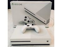 Xbox One S 500GB White + 2 Controllers + 3 Games