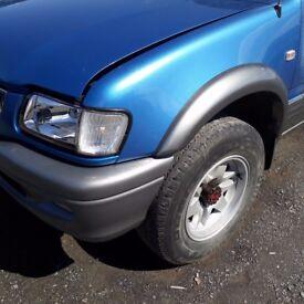 breaking blue isuzu TF 3.1 turbo diesel 4x4 pick up parts spares
