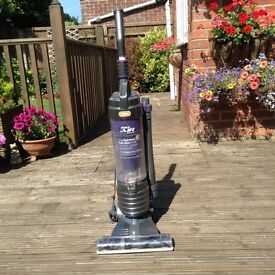 VAX Mach Air Reach lightweight vacuum cleaner, excellent for cleaning away pet hairs