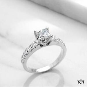 BAGUE EN DIAMANT AVEC UN CENTRE DE .50 CARAT / ENGAGEMENT RING WITH A .50 CARAT DIAMOND