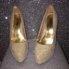 Womens gold sparkle heals