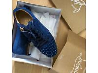 Louboutin suede junior spike low