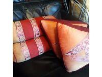 7 x pillows/cushions