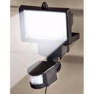 1150 Lumens Solar Sensor Security Flood Light 16 Ultra LEDs