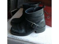 Womens Size 7.5/8 Chunky Black Leather Ankle Boots.