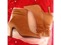 Nude suede boots - size 4