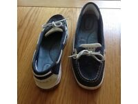 A pair of Sperry Topsider ladies shoes for sale size 5 1/2 in blue nubuck.