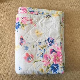 Next floral bed throw
