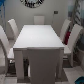Mirror and glass table ,, 6 white leather chairs an white high gloss glass top dining table