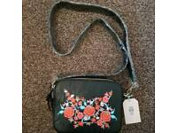 Oasis embroidered bag/purse