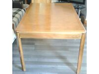 EXCELLENT CONDITION SOLID WOOD DINING TABLE!