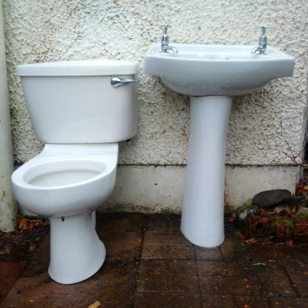 Peachy Wash Basin And Toilet In Oban Argyll And Bute Gumtree Caraccident5 Cool Chair Designs And Ideas Caraccident5Info
