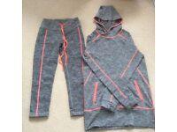 Sports leggings & matching hoodie.