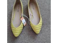 Brand new Ladies Yellow shoes size 3