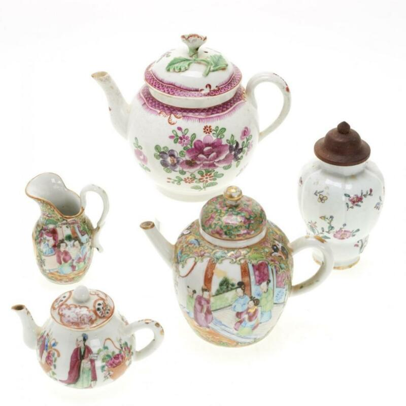 GROUP OF CHINESE FAMILLE ROSE PORCELAIN INCL. 3 TEAPOTS