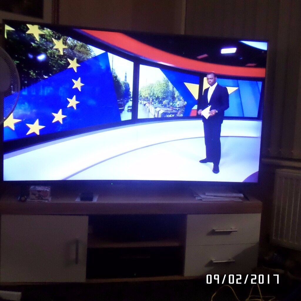 just over 1 year old 65 inch curved panasonic smart tv in perfect condition - 65 Inch Curved Tv