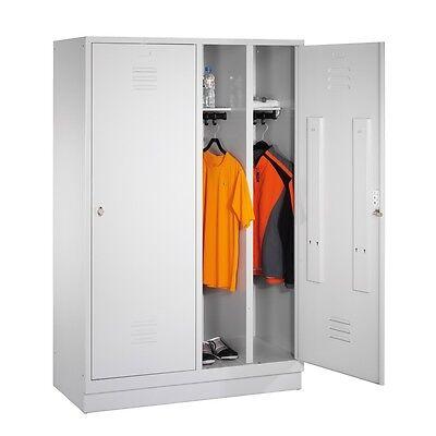 Garderobenschrank f. 2 Personen 4 Abteile hinter 2 Türen Abteilbreite 300 Sockel