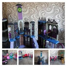 Monster High Castle, 14 dolls + large gooliope doll & accessories