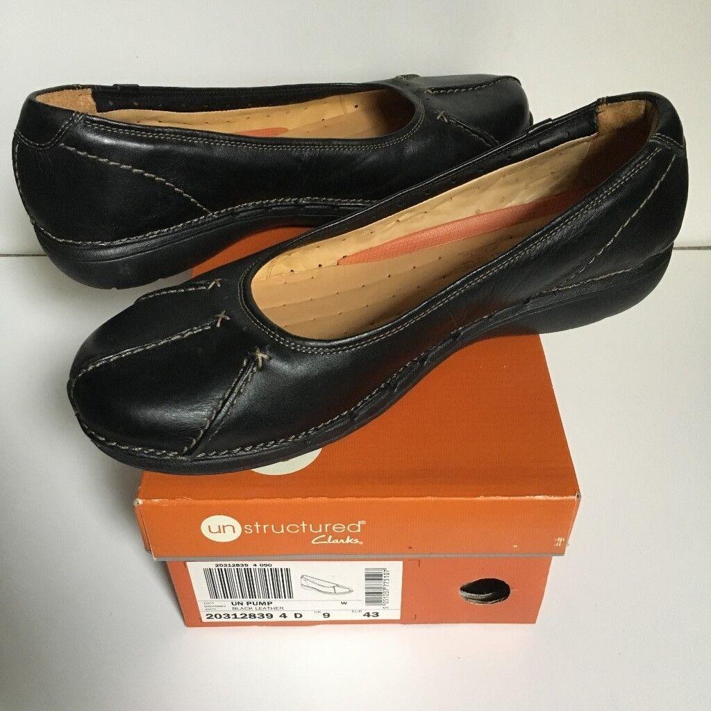 Ladies Clarks black leather shoes - size 9